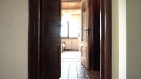 Presentation av lägenheter och rum Dyra reparationer ytter lager videofilmer