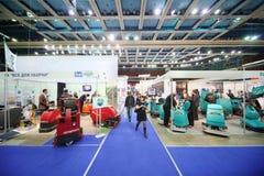 Presentation av maskiner för rengörande golv Arkivbild