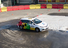 Presentation för Navak bilkörskola på Belgrade bilshow Arkivfoton