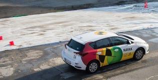 Presentation för Navak bilkörskola på Belgrade bilshow Arkivbilder