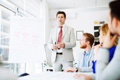 Presentation och utbildning i affärskontor arkivfoton