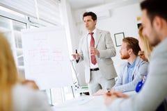 Presentation och utbildning i affärskontor royaltyfri bild
