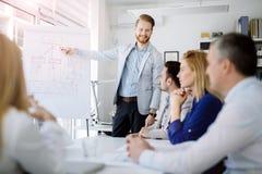 Presentation och utbildning i affärskontor arkivfoto