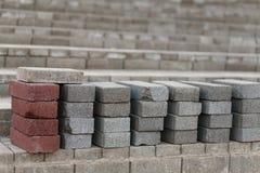 Presentato in una serie di mattoni di costruzione, rosso e grigio fotografia stock