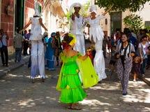 Presentatori della via che effettuano a vecchia Avana immagine stock libera da diritti