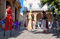 Presentatori della via a vecchia Avana il 2 dicembre fotografia stock