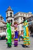 Presentatori della via a vecchia Avana il 2 dicembre immagini stock