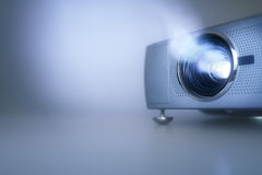 Presentazione con il video proiettore dell'affissione a cristalli liquidi e spazio della copia immagine stock libera da diritti
