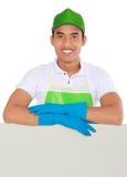 Presentazione dell'uomo di servizio di pulizia Immagini Stock