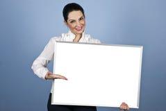Presentazione della donna di affari sulla bandiera in bianco Fotografia Stock