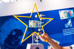 Presentazione di nuove 20 euro banconote dai centri europei Fotografia Stock Libera da Diritti
