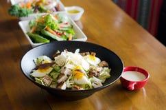 Presentazione tailandese ed italiana continentale asiatica di cucina di diffe fotografia stock libera da diritti