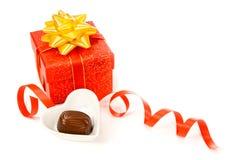 Presente adornado de la tarjeta del día de San Valentín Imagen de archivo