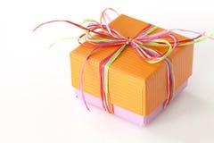 Presente arancio e rosa adorabile (contenitore di regalo) Fotografia Stock Libera da Diritti