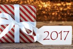 Presente atmosférico do Natal com etiqueta, texto 2017 Imagem de Stock Royalty Free
