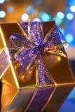 Presente bonito do ouro Imagem de Stock Royalty Free