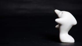 Presente cerâmico do golfinho no preto Foto de Stock