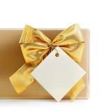 Presente com curva do ouro e etiqueta em branco Imagem de Stock