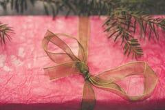 Presente cor-de-rosa imagens de stock royalty free