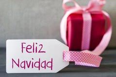 Presente cor-de-rosa, etiqueta, Feliz Navidad Means Merry Christmas fotos de stock