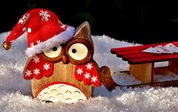 Presente da coruja do Natal feito da madeira Foto de Stock