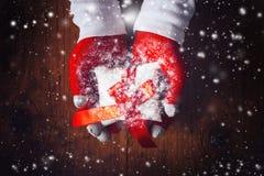 Presente da Noite de Natal fotografia de stock