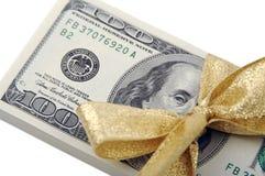 Presente de cem dólares Fotografia de Stock