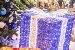 Presente de la púrpura del Año Nuevo Imagenes de archivo