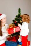 Presente de Natal da abertura Foto de Stock Royalty Free