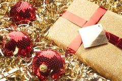 Presente de Natal e ajuste bonito do Natal foto de stock