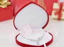 Presente del collar de diamante Imágenes de archivo libres de regalías