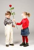 Presente del día de tarjeta del día de San Valentín Fotos de archivo