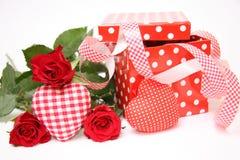 Presente del día de tarjeta del día de San Valentín Fotografía de archivo