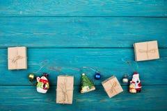 Presente del nuovo anno o di Natale e giocattoli di Natale Fotografia Stock Libera da Diritti