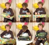 Presente di apertura del ragazzo Fotografie Stock Libere da Diritti