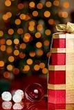 Presente di colore rosso dell'oro degli ornamenti di natale di Siver & di colore rosso Fotografia Stock