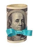 Presente di rotolo dei dollari con il nastro blu Immagini Stock