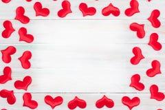 Presente do cart?o do cora??o do amor do Valentim em de madeira ilustração do vetor