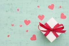 Presente do dia de Valentim Fotos de Stock Royalty Free