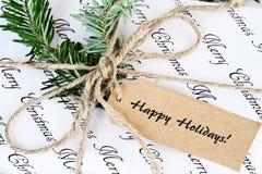 Presente do Natal com boas festas a etiqueta imagens de stock