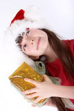 Presente do Natal da terra arrendada da menina Fotografia de Stock