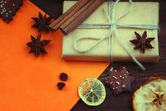 Presente do Natal e folha de papel Imagem de Stock