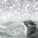 Presente do Natal na prata Imagens de Stock