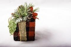Presente do Natal no fundo branco Imagens de Stock
