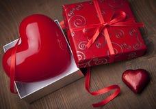 Presente do Valentim imagens de stock royalty free