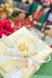 Presente dourado Imagem de Stock Royalty Free