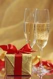 Presente e champanhe foto de stock