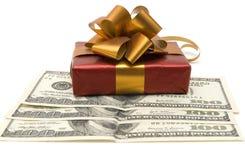 Presente e dinheiro Imagem de Stock Royalty Free
