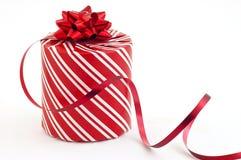 Presente e fita de Natal Fotos de Stock Royalty Free