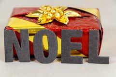 Presente e o Natal da palavra Foto de Stock